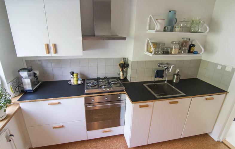 Yksityiskodin keittiö 1950-luvun taloon
